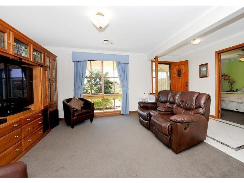 3 Dunalbyn Drive, Aberfoyle Park SA 5159