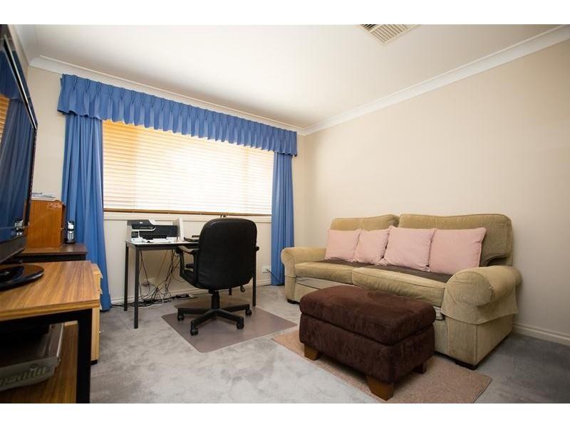4 Taronga Drive, Cowra NSW 2794