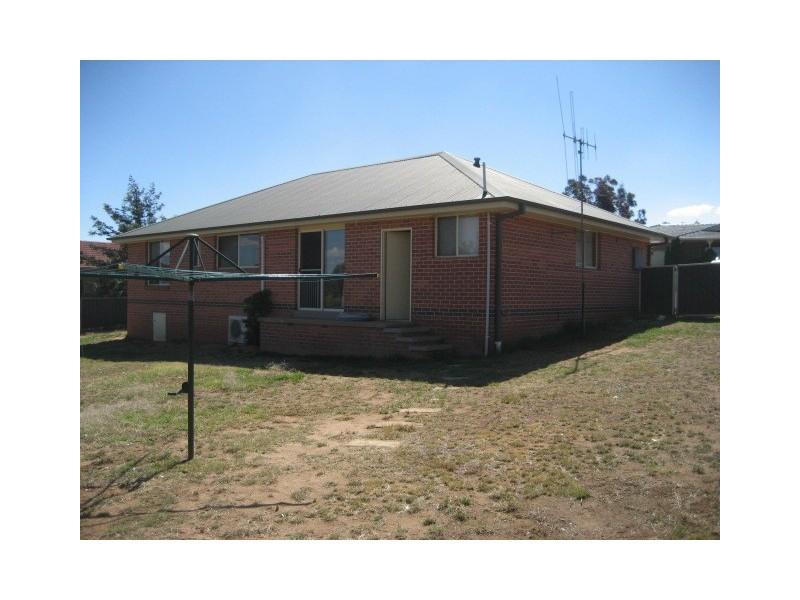13 Eucalypt Close, Cowra NSW 2794