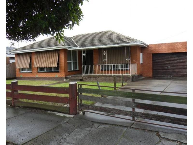 17 Stapley Crescent, Altona North VIC 3025
