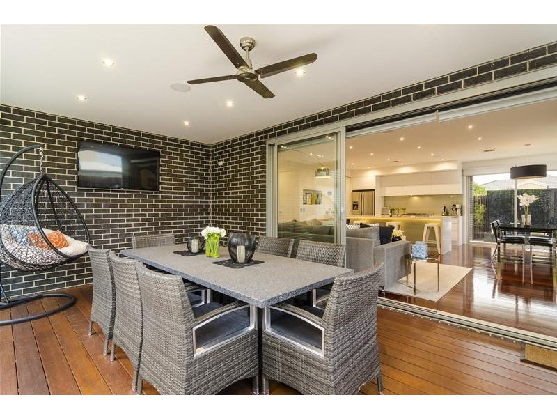 1 Trish Walk, Werribee VIC 3030