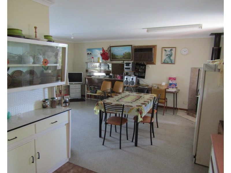 8 Cornwall Street, Port Clinton SA 5570