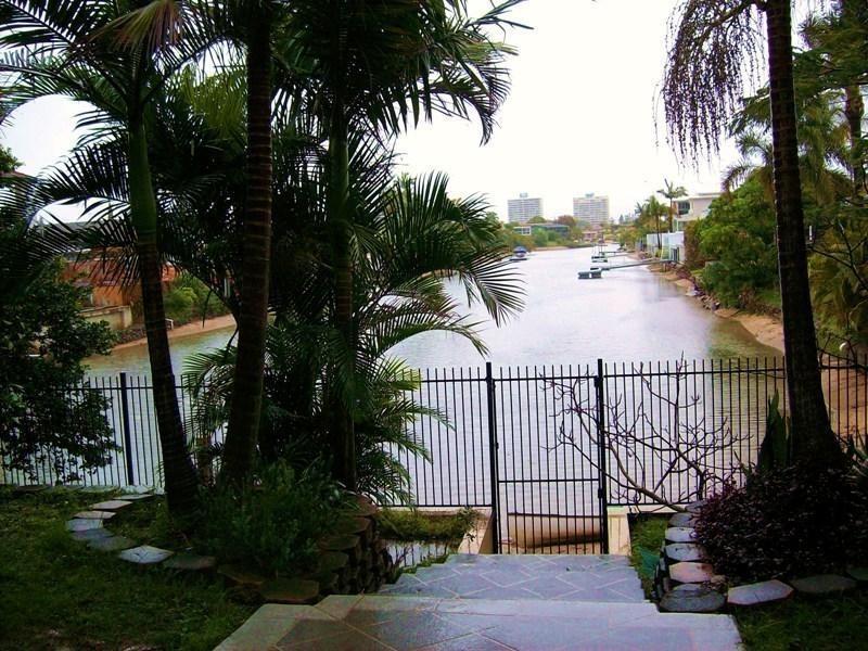 36 T E Peters Drive, Broadbeach Waters QLD 4218