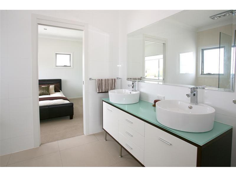 13 Carmel Court, Broadbeach Waters QLD 4218