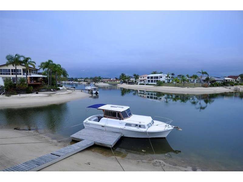 16 Bahia Court, Broadbeach Waters QLD 4218