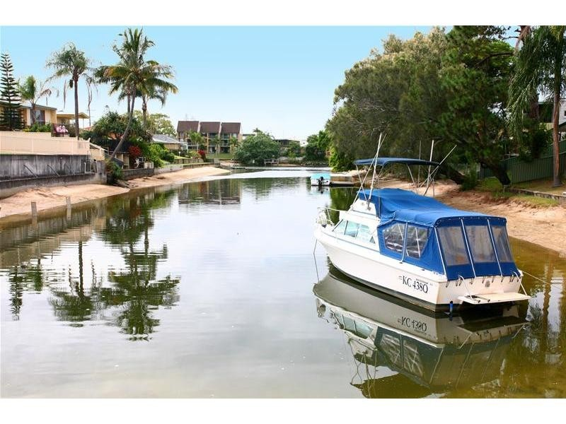 11 Merrimac Boulevard, Broadbeach Waters QLD 4218