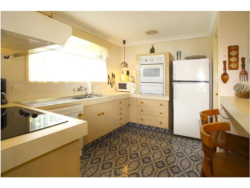 5 Andrew Avenue, Broadbeach Waters QLD 4218