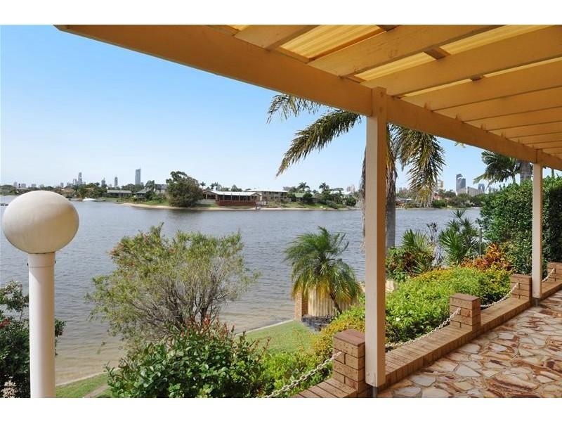 62 Waitomo Street, Broadbeach Waters QLD 4218