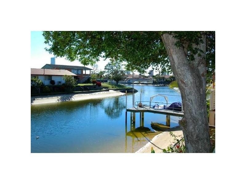 11 San Michele Ct, Broadbeach Waters QLD 4218