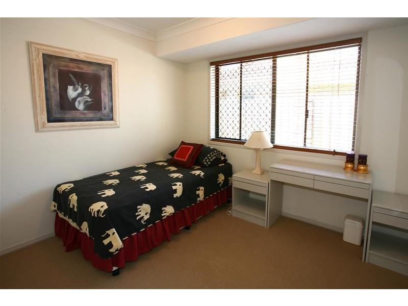 4 Hoy Street, Broadbeach Waters QLD 4218