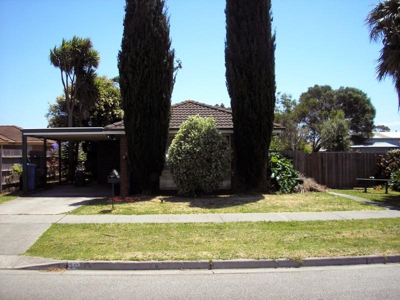 39 Navarre Drive, Cranbourne West VIC 3977