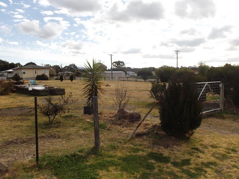 58 Tenterfield Street, Wallangarra QLD 4383