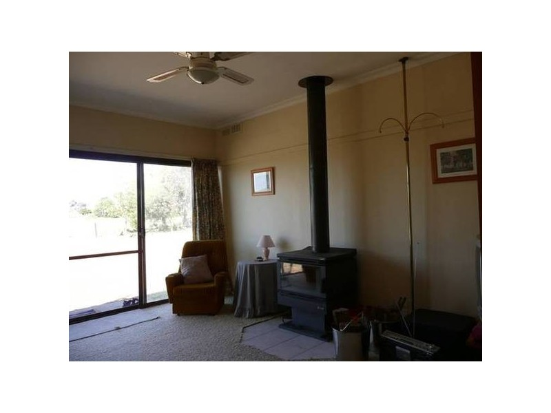16 Angle Road, Almonds VIC 3727