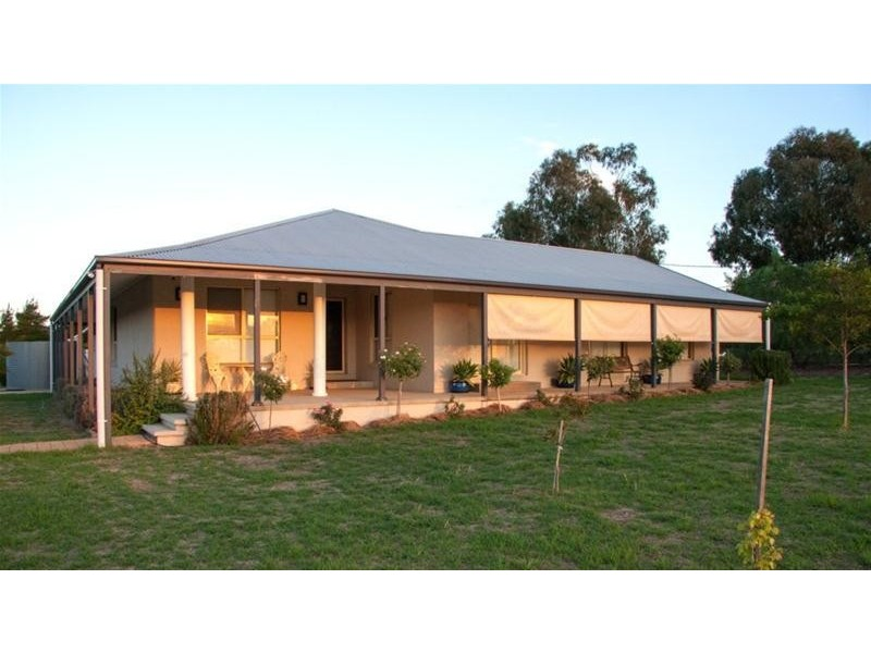 17 River Park Road, Cowra NSW 2794