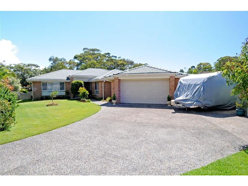16 Alexander Close, Dunbogan NSW 2443