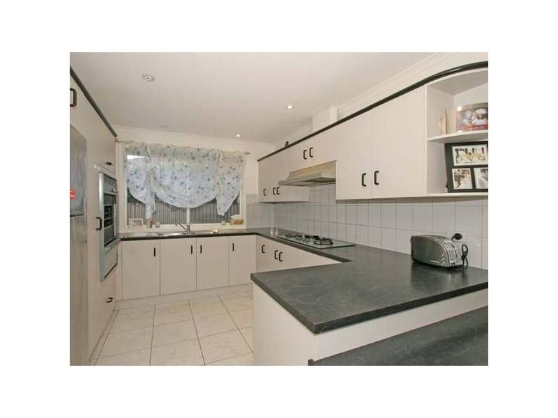 17 Deborah Road, Aberfoyle Park SA 5159