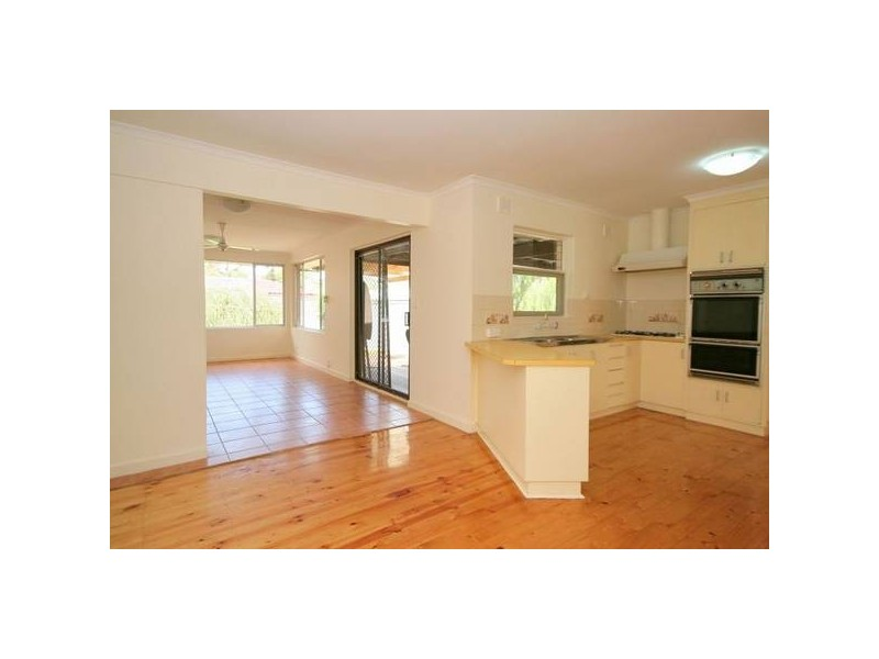 30 Roxanne Avenue, Aberfoyle Park SA 5159