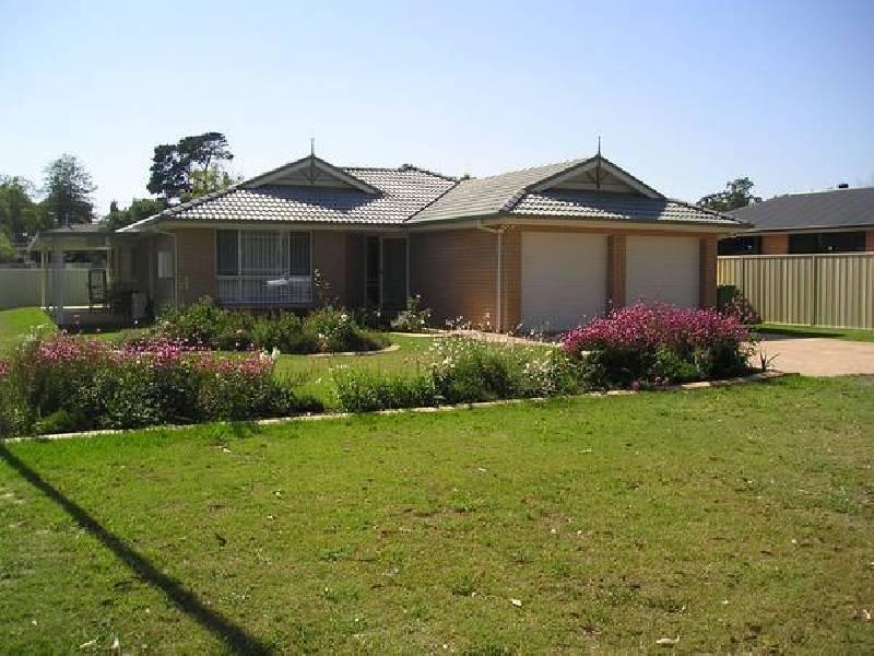 9 Hamilton St, Abernethy NSW 2325