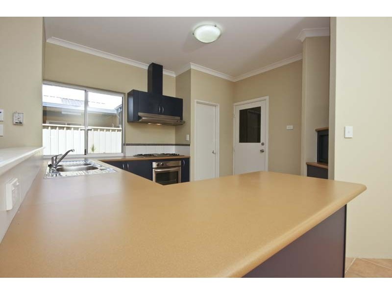 1/25 Ellesmere Circuit, Success WA 6164