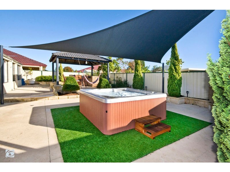 4 Oxburgh Link, Success WA 6164