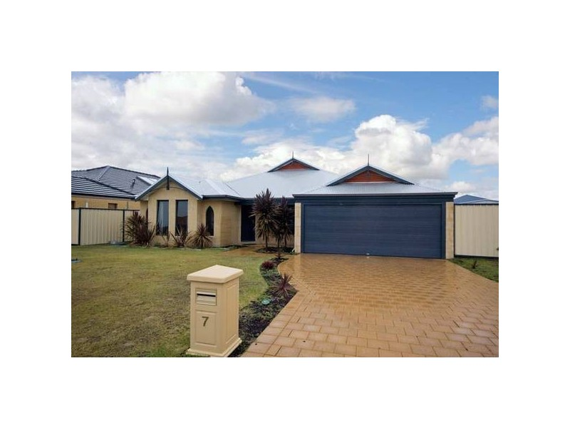 7 Montgomery Drive, Success WA 6164
