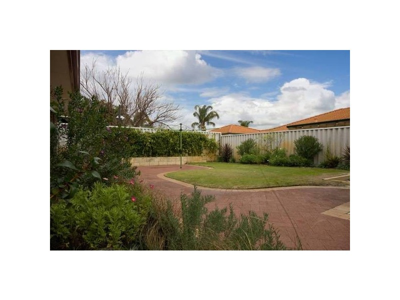 13 Derwent Crescent, Success WA 6164