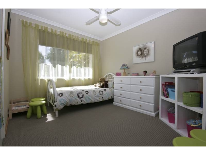 16 Derwent Crescent, Success WA 6164