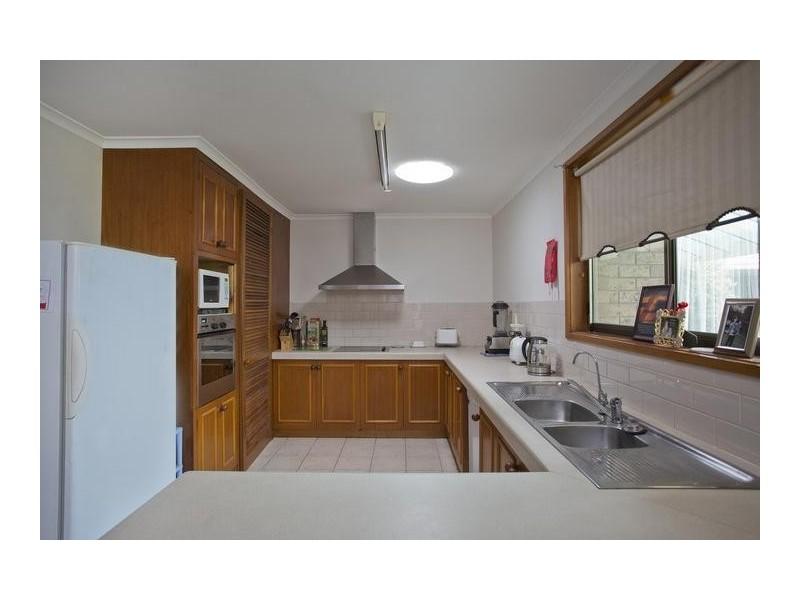 27 Ridgeway Crescent, Kennington VIC 3550