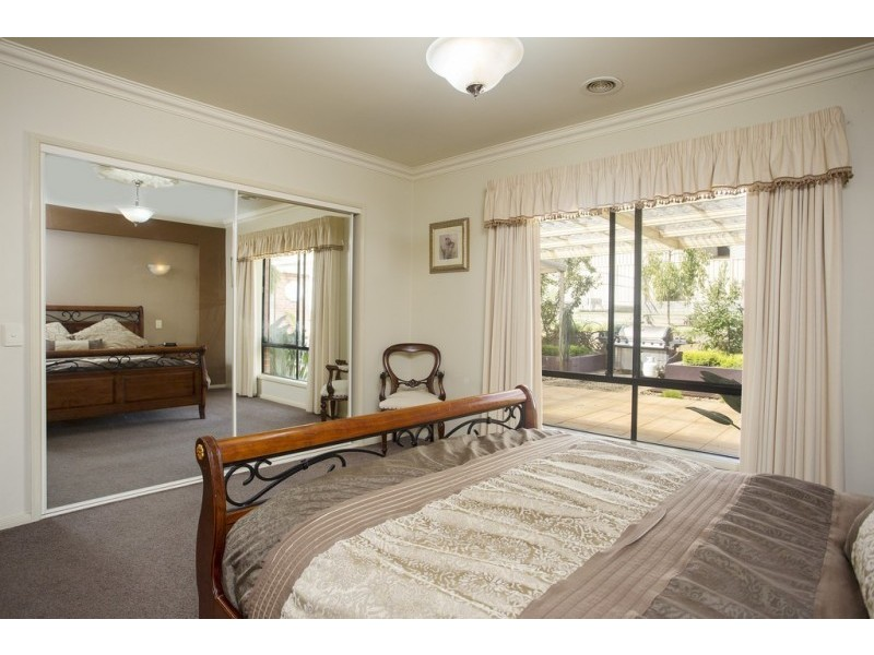 30 Pioneer Drive, Maiden Gully VIC 3551