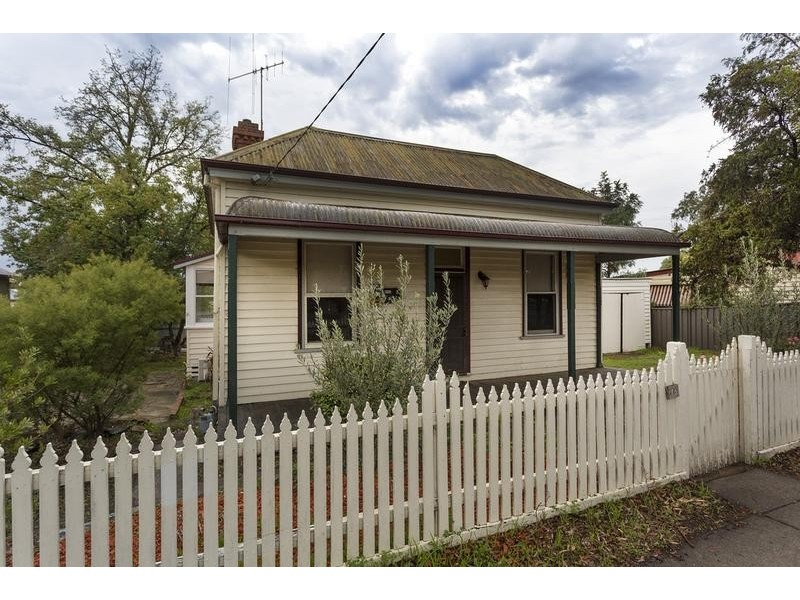 75 Russell Street, Quarry Hill VIC 3550