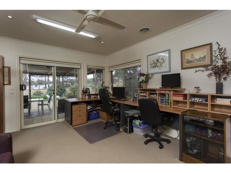 42 Pioneer Drive, Maiden Gully VIC 3551