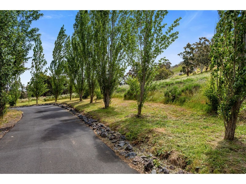 99 Barker Road, Harcourt North VIC 3453