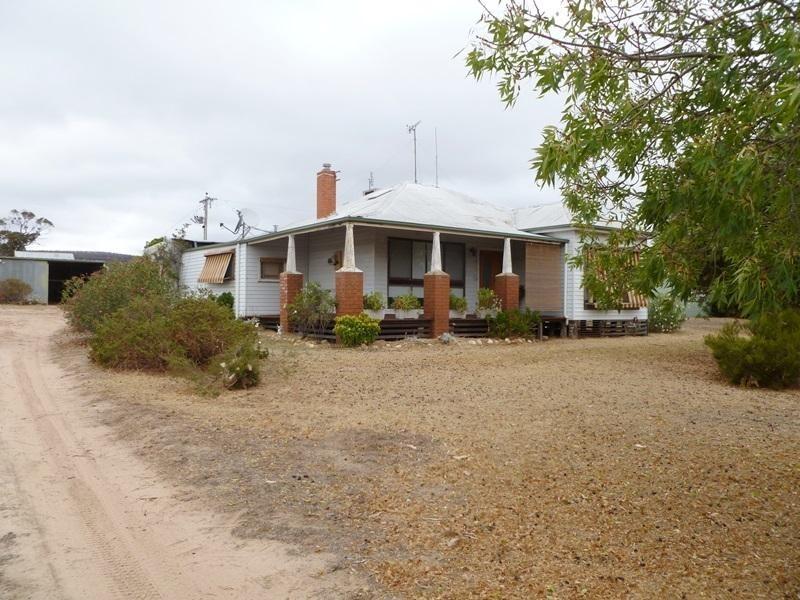 1379 Winfields Road, Laharum VIC 3401