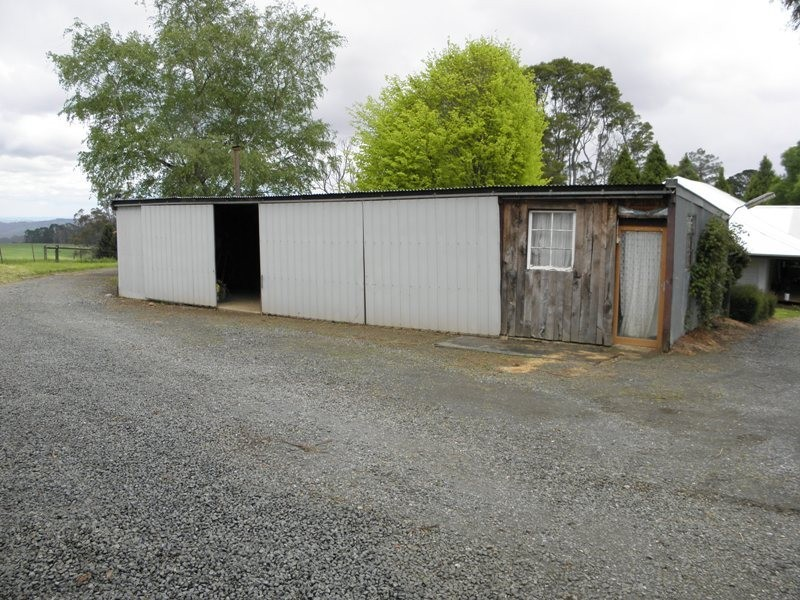 11 Powelltown Road, Neerim Junction VIC 3821