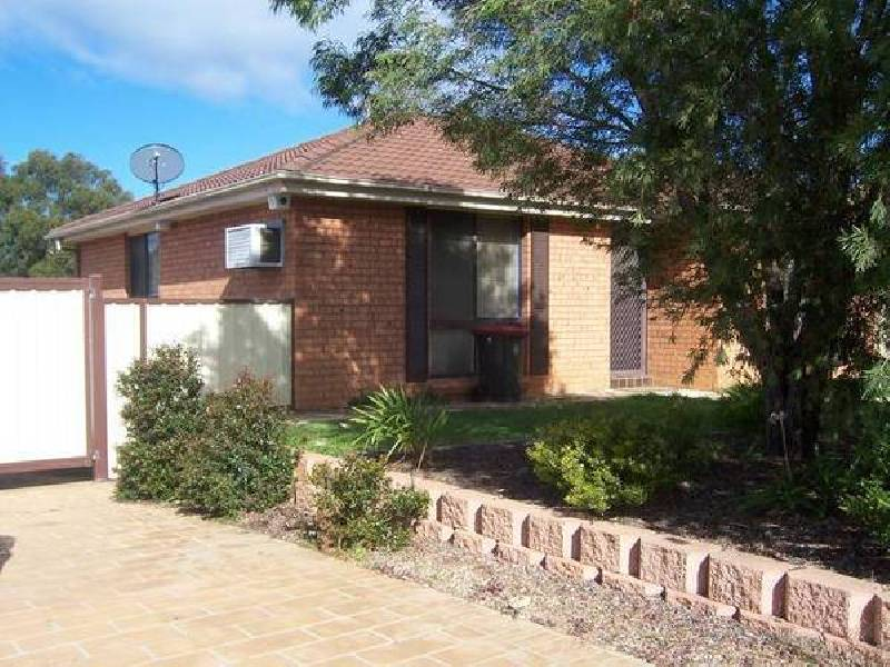 5 Brownlow Ave, Ambarvale NSW 2560