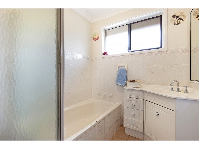 27 Kuburra Road, Erina NSW 2250