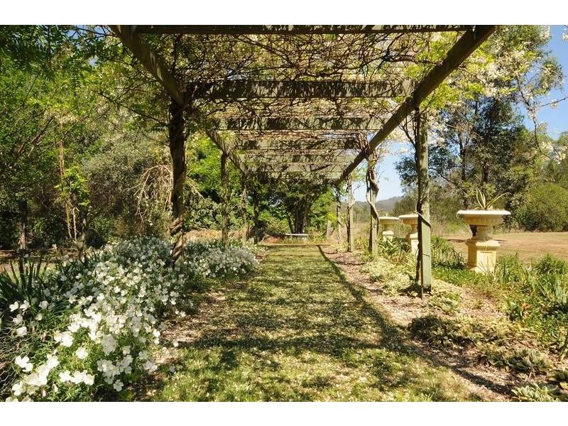 32 McCanns Road, Murphys Creek QLD 4352