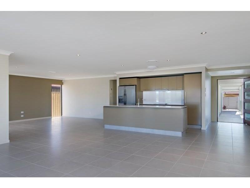 10 Meredith Drive, Broadbeach Waters QLD 4218