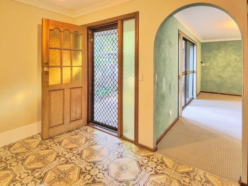 37 Bywater Street, Hillcrest QLD 4118