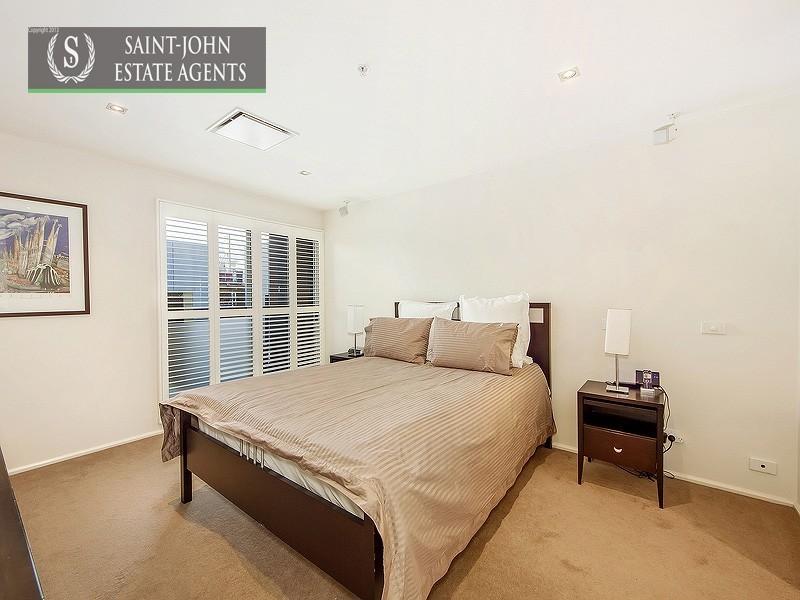 302/62 Beach Street, Port Melbourne VIC 3207