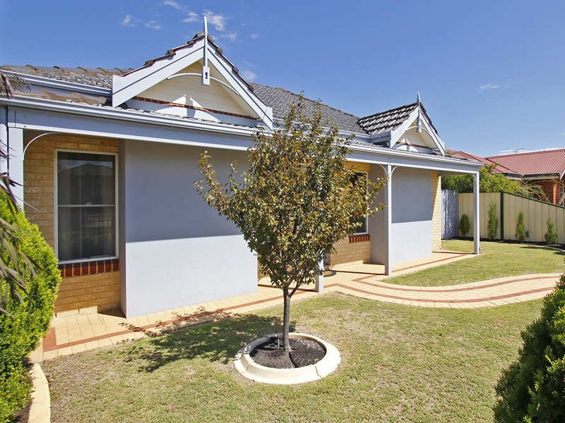 12 Reeves Entrance, Success WA 6164