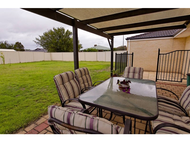 1 Ledden Court, Success WA 6164