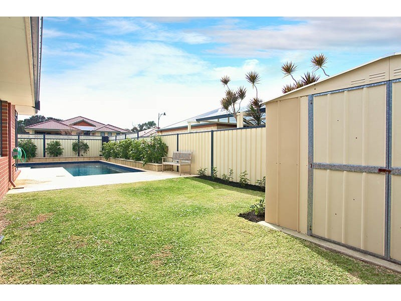 17 Montgomery Drive, Success WA 6164