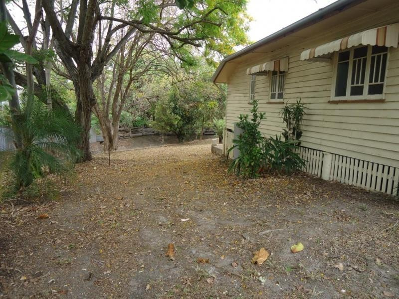 32B WALKER ST, Walkervale QLD 4670