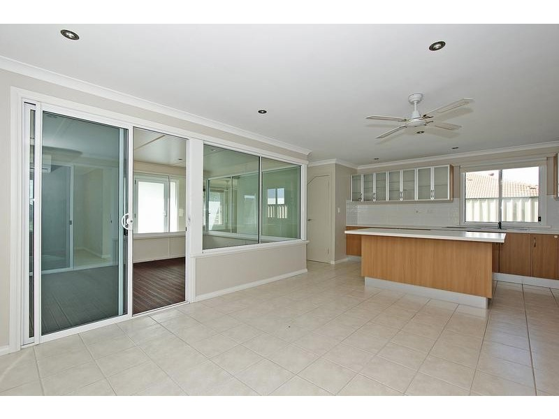 6 Richmond Entrance, Success WA 6164