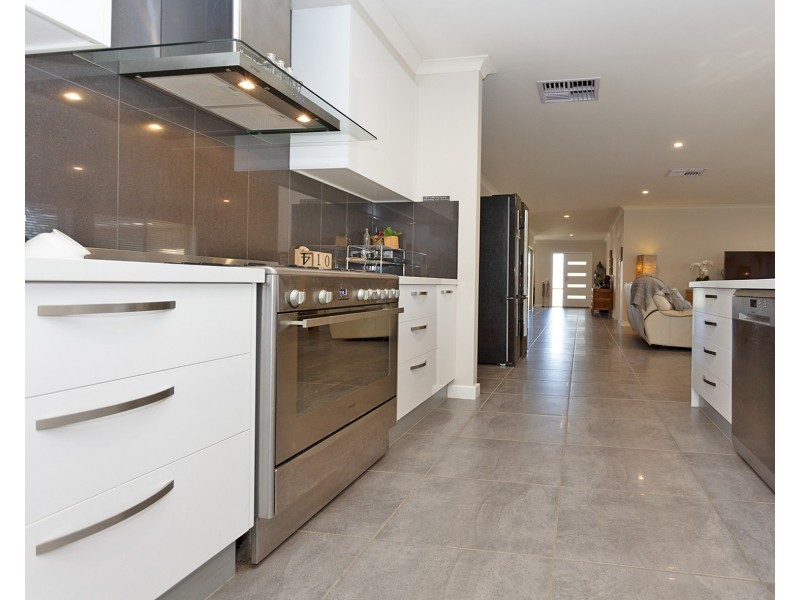 5 Mimosa Court, Thurgoona NSW 2640