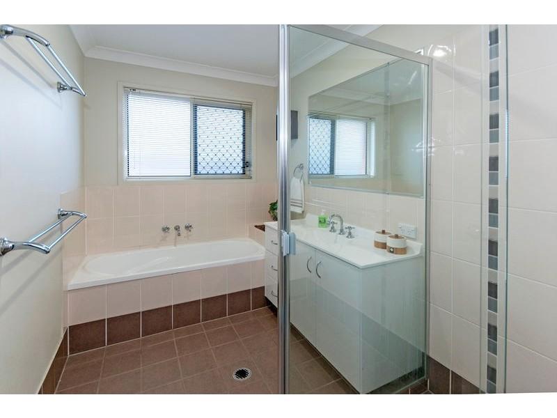 8 Hazelwood Court, Flinders View QLD 4305