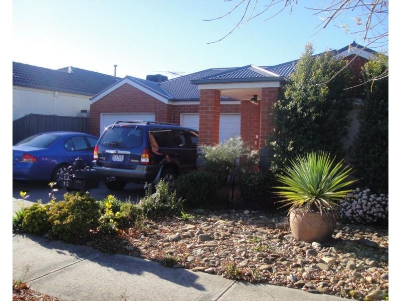 12 Hessing Green, Caroline Springs VIC 3023