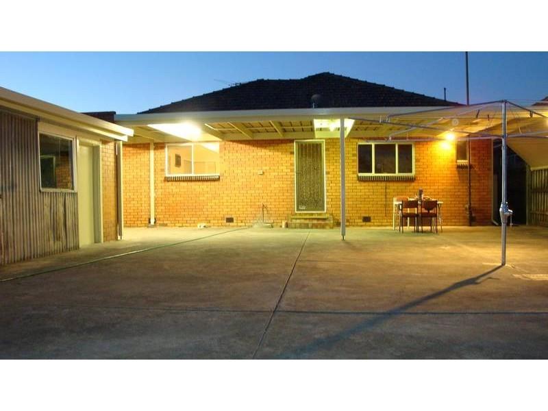 11 Stapley Cres, Altona North VIC 3025