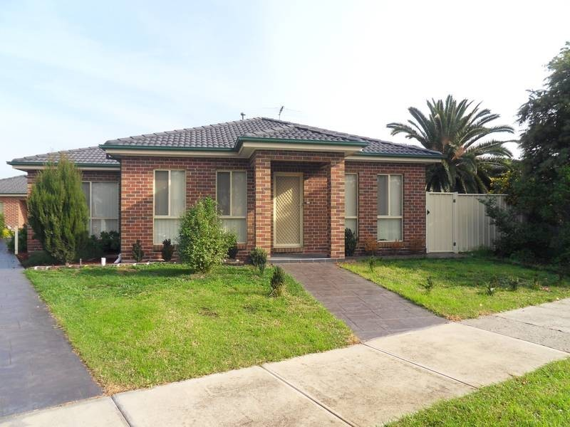 1/1 First Avenue, Altona North VIC 3025